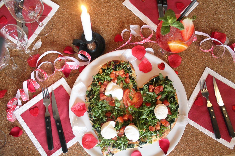 Valentinstagsmenü Im Restaurant Piccola Essen Und Trinken. Das Fest Der  Liebe!