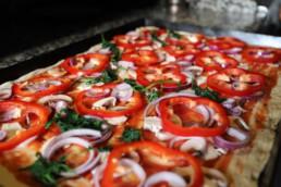 Frische Zutaten auf unserem Pizzablech!